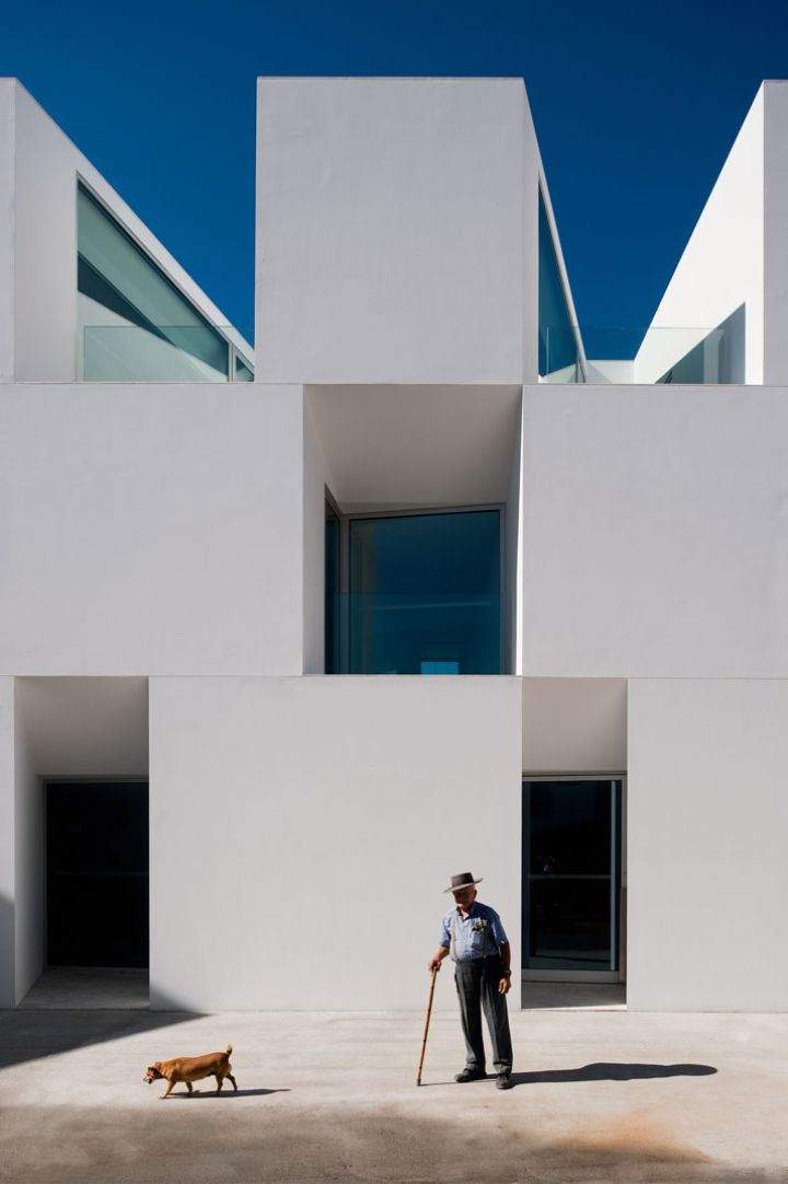ALCACER-DO-SAL-FORM-by-Aires-Mateus-architects-photo-Fernando-and-Sergio-Guerra-yatzer-2