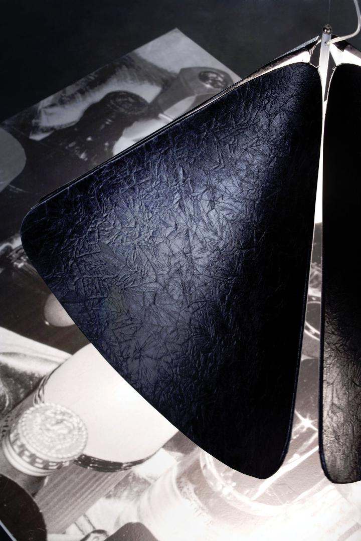 Azhar 11 detalle ecopiel suspensión negro