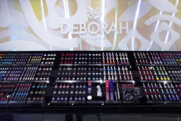 DEBORAH-milan-2012-0052