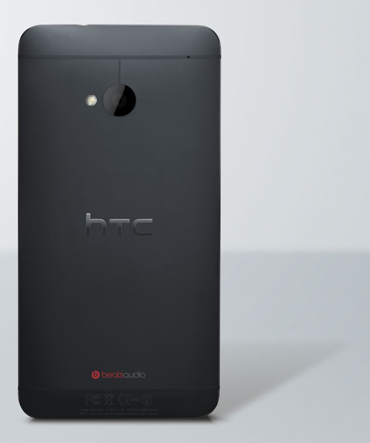 HTC One noir Retour photo HiRGB