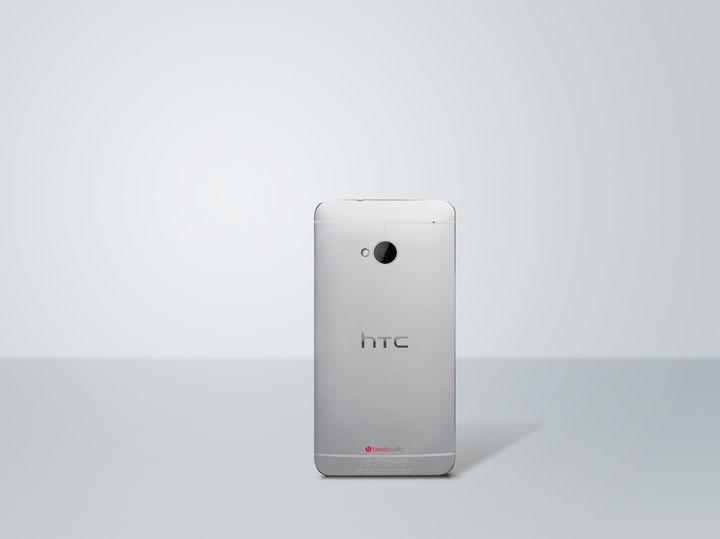 HTC One prata Back Photo HiRGB