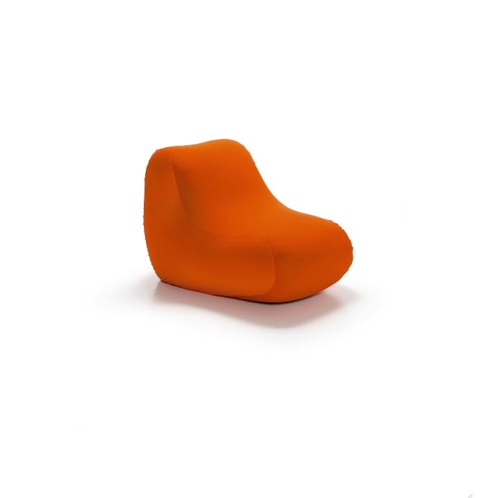 オレンジ色の椅子3- Belnotes