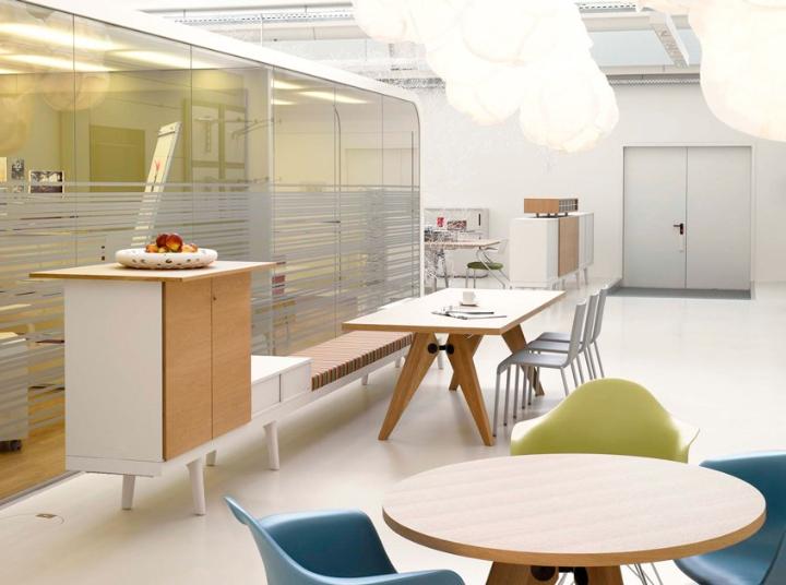 table-table-Solvay-Vitra-design-de-jean-Prouvé-008