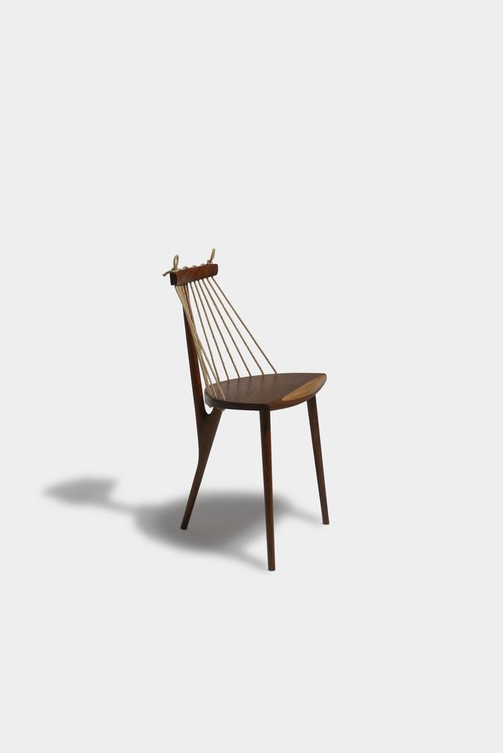 Chair 3 feet Ricardo Graham Ferreira social magazine-03 design