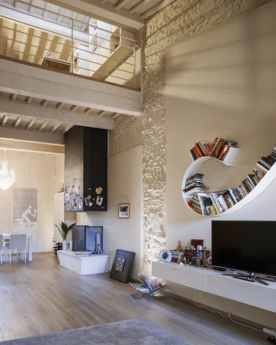 Ανακαίνιση στο σπίτι μέσα σε ένα ιστορικό κτίριο σε Λούκα
