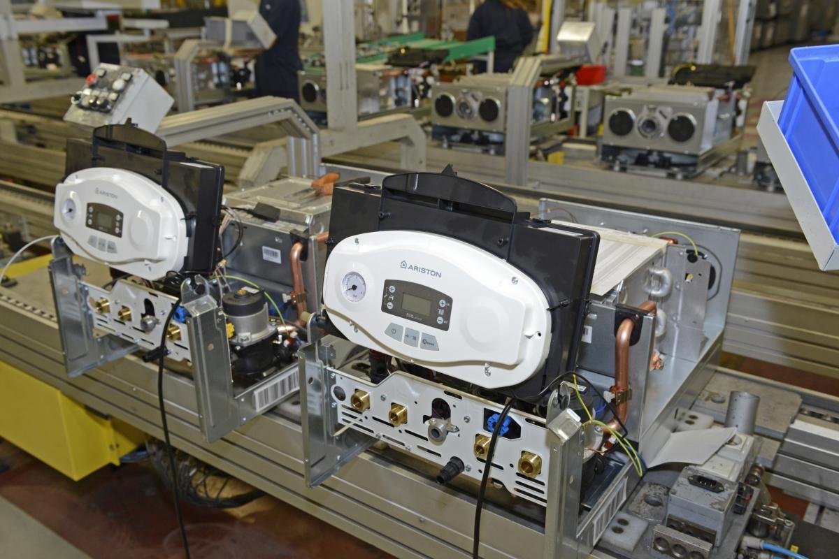 Μερικοί από τους λέβητες φάσεις κατασκευής Ariston στο εργοστάσιο στο Osimo
