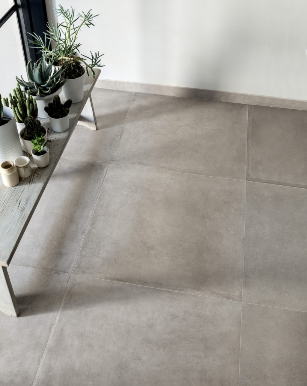 Ceramics concrete effect claymood 80x80 pearls cm