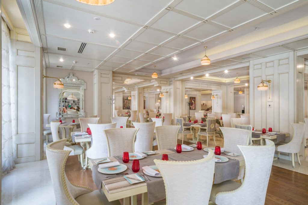 The restaurant - Decoration by Francesco Molon