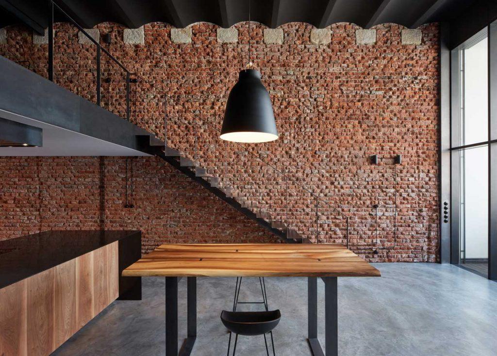 Το παλιό ζυθοποιείο μετατράπηκε σε σοφίτα βιομηχανικού στιλ από την CMC Architects