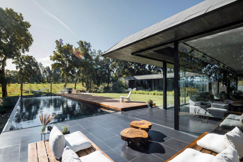 Casa unifamiliare tra le querce da sughero - Hugo Pereira Arquitetos