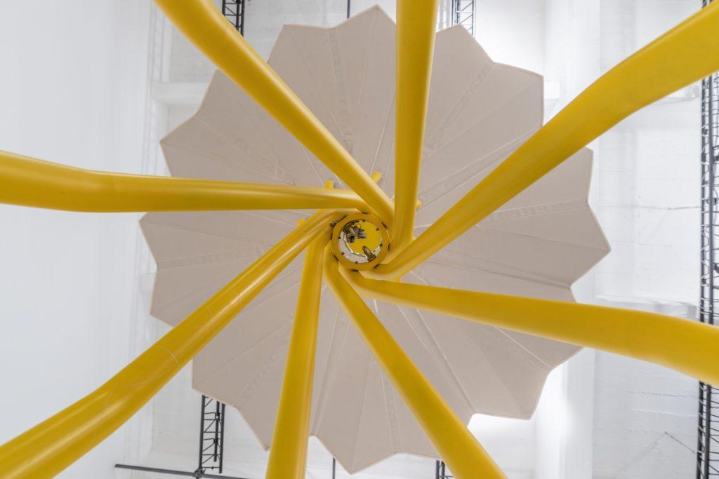 Ombrelloni fotovoltaici lido sostenibile del futuro Sammontana, design Carlo Ratti Associati